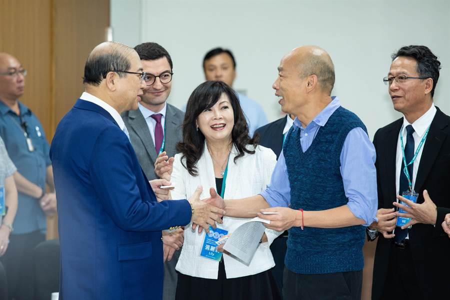 世界不動產聯盟組團拜會高雄市政府,韓國瑜表示歡迎「世界不動產聯盟2022年會」來高雄舉辦。(袁庭堯攝)