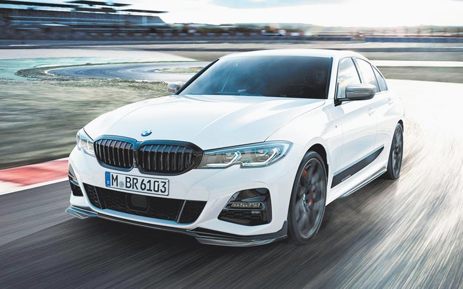 BMW總代理汎德即日起引進極富性能風格的M Performance加裝套件,延續BMW M賽車基因,以醒目的競技化裝扮,為3系列車主打造更運動化的外觀與動態表現。圖/汎德提供