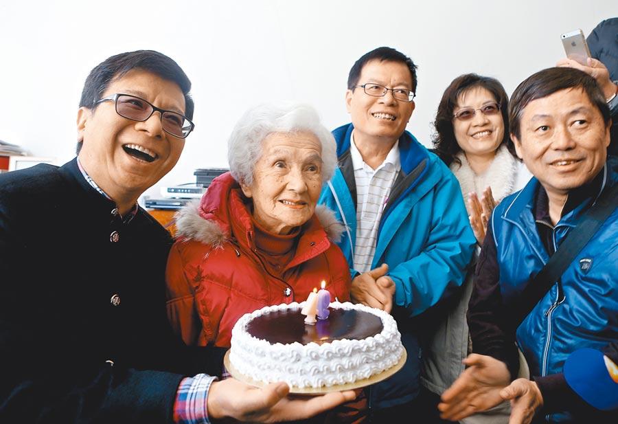 兩岸村里交流活動,早已行之有年。圖為北市議員潘懷宗(左)率士林、北投區里長赴上海交流。(新華社)