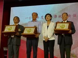 重視傳統藝術保存 3藝師獲頒證書