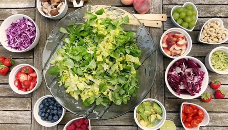 營養師建議,為避免攝入過多膽固醇,飲食應盡量挑選原型食物。此為示意圖。(圖片來源/pixabay)