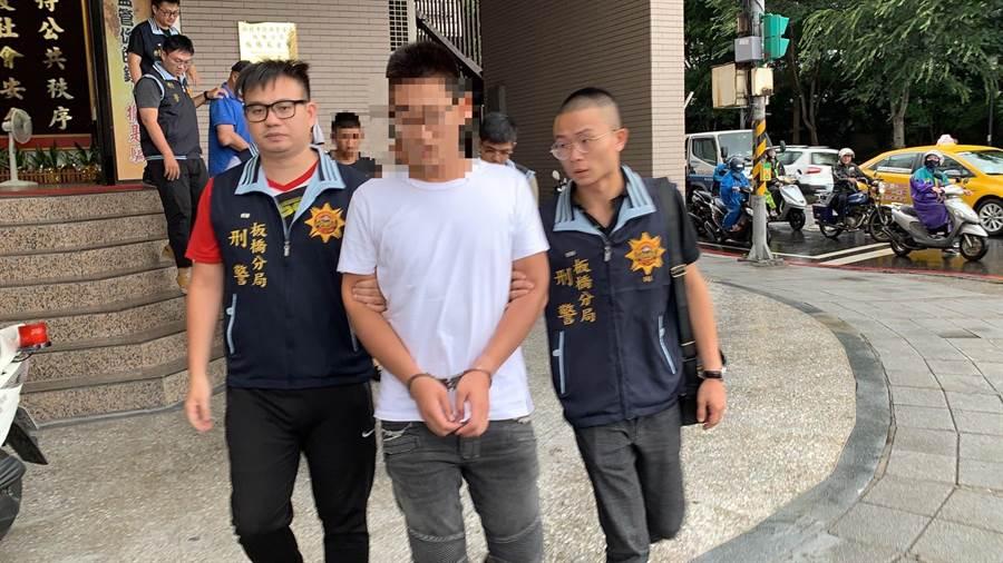 新北市自辦掃蕩黑幫,板橋分局檢肅以陳姓嫌犯為首暴力討債集團共4人到案。(葉書宏翻攝)