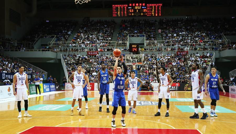 中華藍隊長陳盈駿罰球的專注模樣。(瓊斯盃提供)