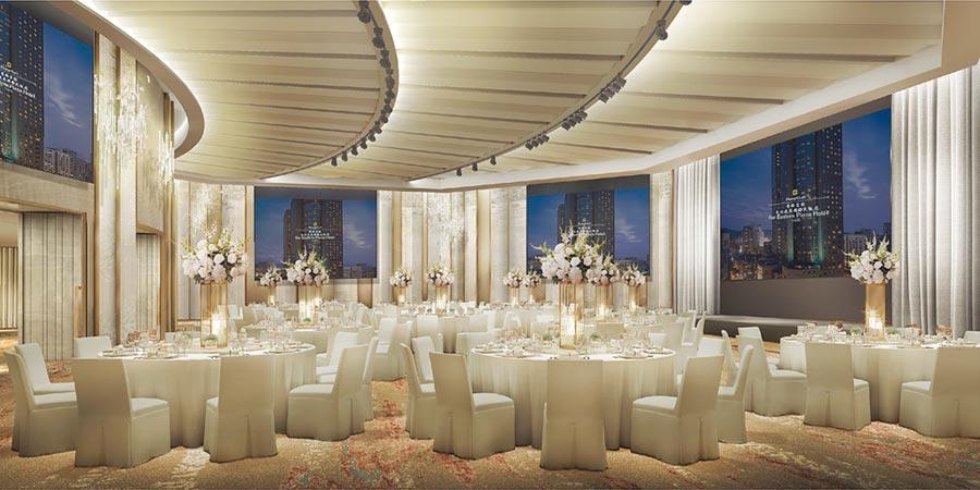 香格里拉台北遠東國際大飯店為強化婚宴集客力,斥資9,000萬元改裝館內「遠東宴會廳」,高六米、近兩百坪的無樑柱空間中央內建350吋巨型LED螢幕,是換裝後最大亮點。圖/香格里拉台北遠東國際大飯店