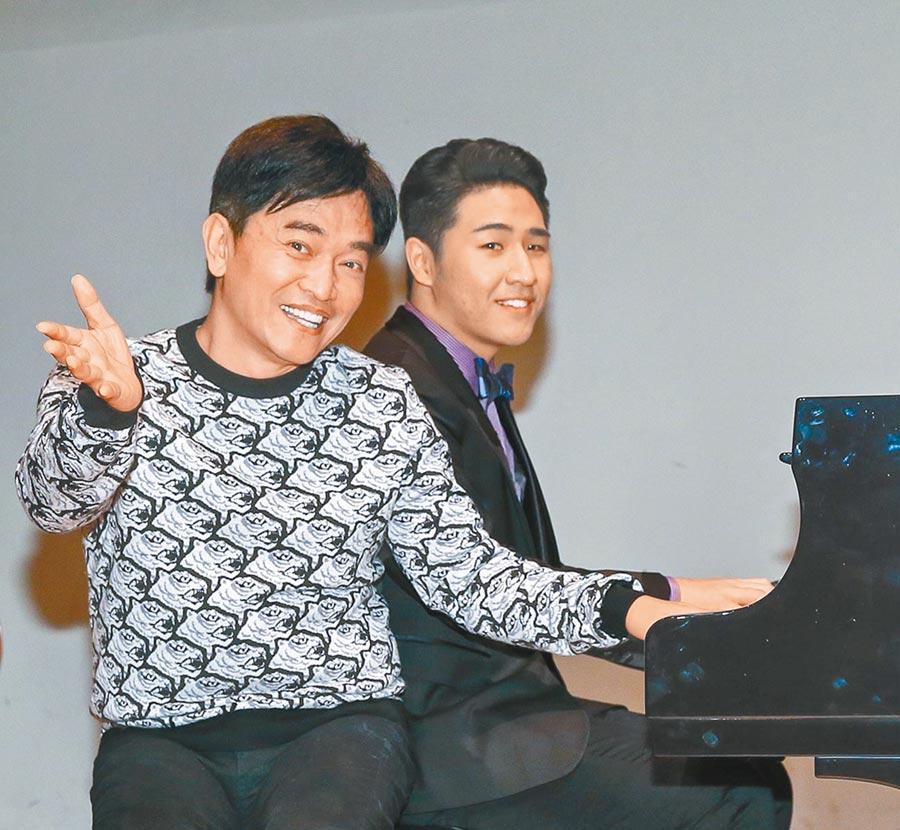 吳宗憲(左)栽培兒子鹿希派念音樂學院,年底從美國畢業回台。(資料照片)