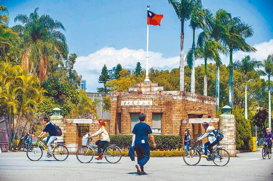 泰晤士高等教育(THE)17日發布2019年全球大學聲譽排名,台灣大學位列第51~60名。圖為台灣大學校門。(本報系資料照片)