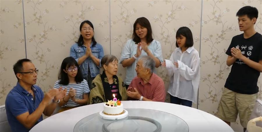 李富城日前家人齊聚,為愛妻慶生。(照片/取自 李富城臉書)