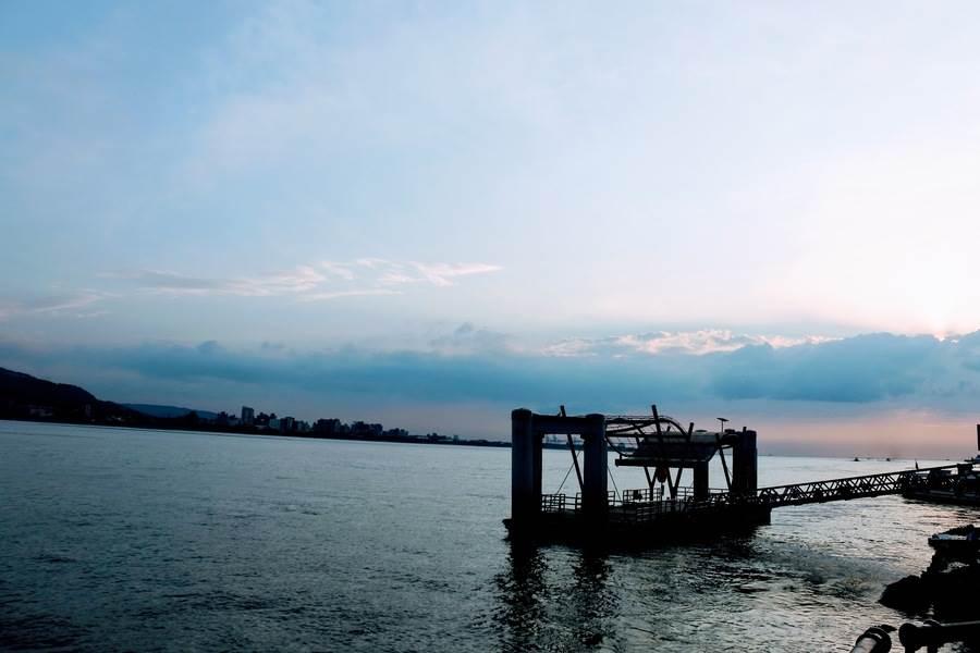 淡水夕陽美景,讓旅人流連。
