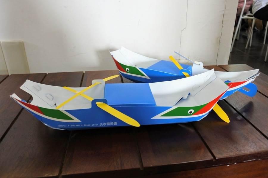 DIY「舢舨船」!以三塊板子製成的小木船,上面還有「眼睛」呢!