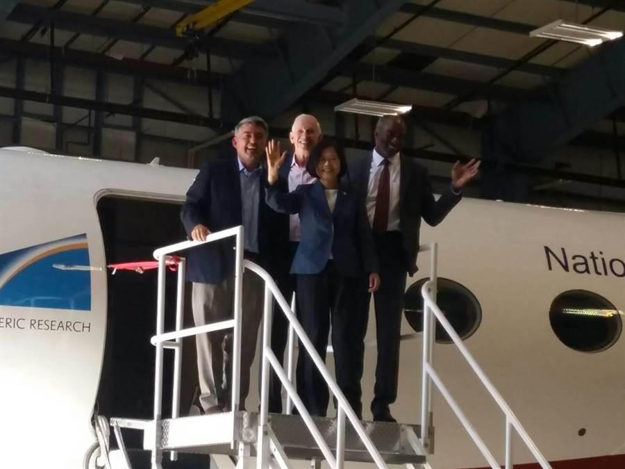 蔡英文總統參訪地球觀測實驗室(崔慈悌攝)