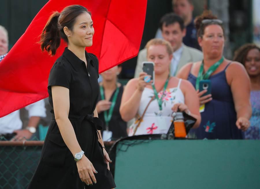 中國大陸網球名將李娜(左)正式進入國際網球名人堂。(路透)