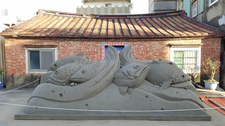 台南一見雙雕藝術季、七股海鮮節正熱鬧展開,除了有精采的沙雕作品可欣賞,憑指定旅宿發票還可抽機票、在地特產。(劉秀芬翻攝)
