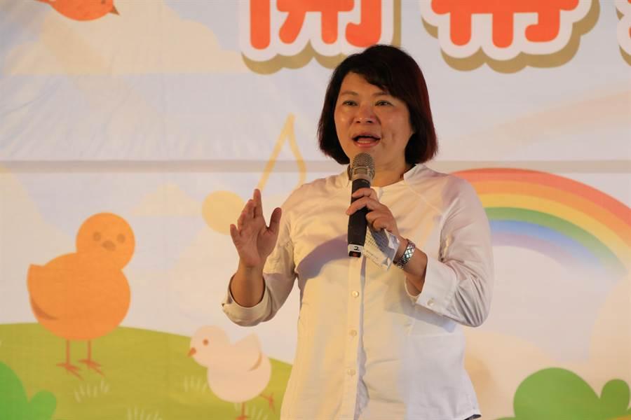 市長黃敏惠感謝議會及大業國中校長李森源的支持,讓嘉義市東西區都有公共托嬰中心。(張亦惠攝)