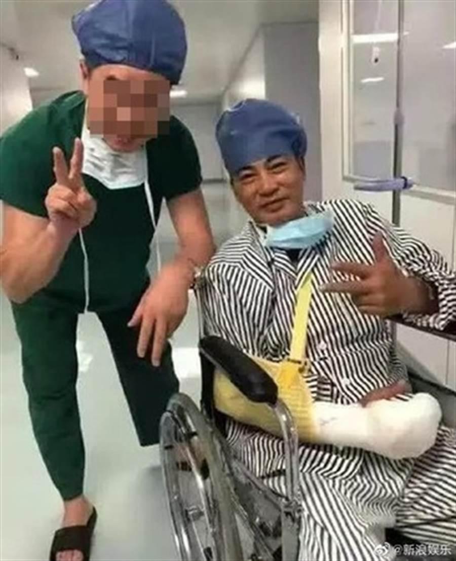 任达华手术后照片在网上流出。(图/翻摄自微博)