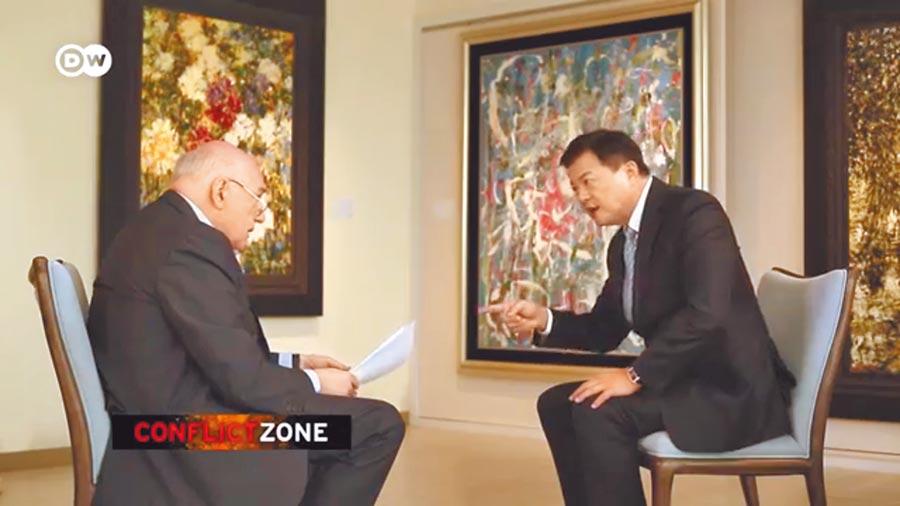 前台北縣長周錫瑋(右)日前接受《德國之聲》專訪後,20日強調,德媒對中華民國很有誤會。(摘自toutube dw news)