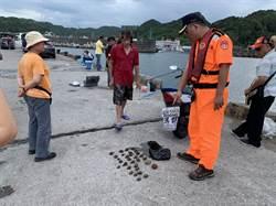 漁港內撈海膽捕螃蟹 三萬元立刻噴飛
