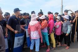 台澎電纜動工 口湖鄉民抗議與警方推擠