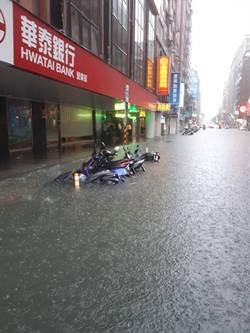 大雷雨狂轟天龍國 網友PO淹水照呼叫柯P