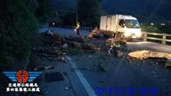 台9線135.9k路段土石塌落 下午8時搶通