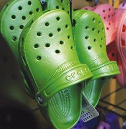 青少年愛醜? Crocs今夏買氣續高漲