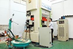 金屬中心料帶式精微成形系統產線 助產業升級