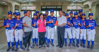 關西國小棒球隊組中華隊赴日參賽 副縣長授旗