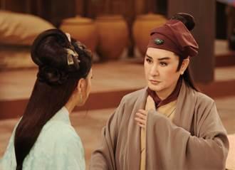 楊麗花為慢飛天使掏出壓箱寶!黃小妹穿著國寶「皇帝服」開心圓夢