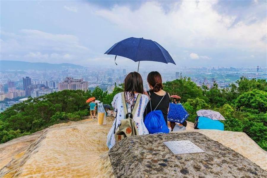 今(22日)全台悶熱,慎防午後雷陣雨。(達志影像/shutterstock提供)