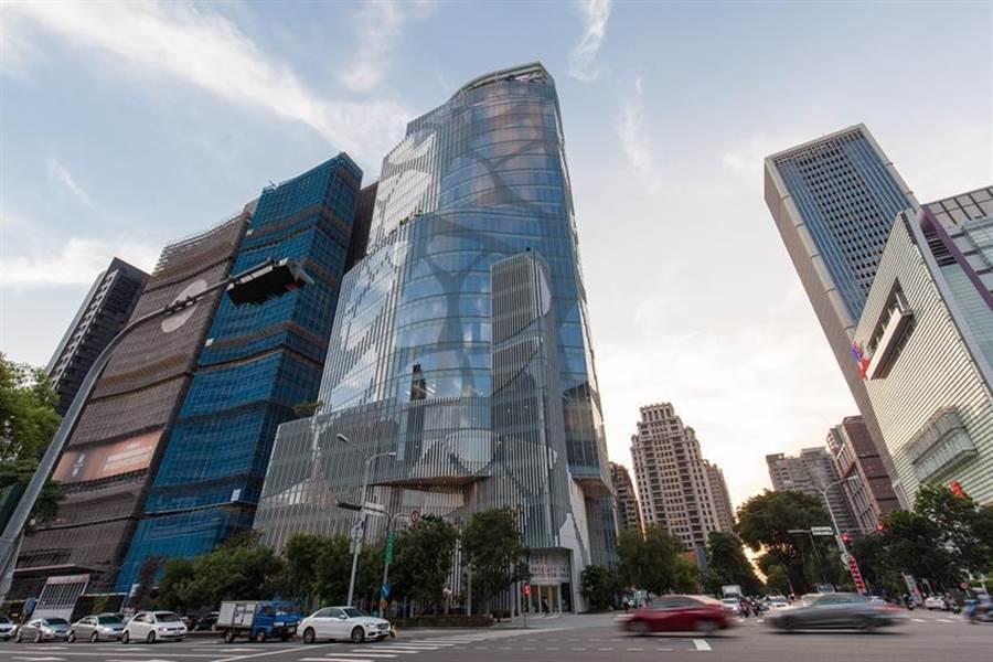 「中信金控台中金融大樓」圖:高力國際提供