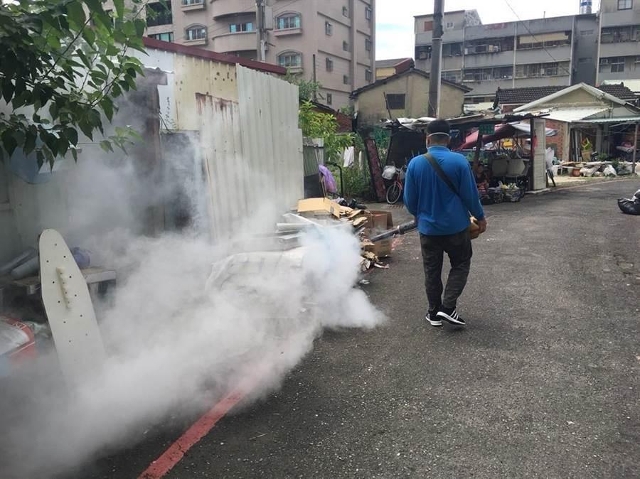 東區登革熱防疫作戰展開區塊防治策略。(程炳璋攝)