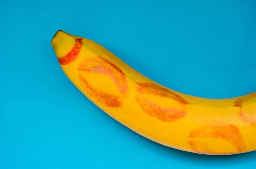 女網友分享首見「實體香蕉」情境,反應笑翻眾人。(達志影像/shutterstock提供)