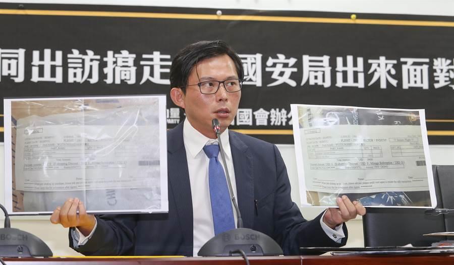 黃國昌出示國安局官員吳宗憲的菸品訂購單。(本報系資料照)