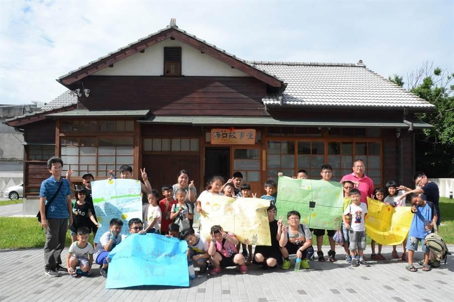 台西故事屋夏令營,學童說故事介紹家鄉事。(張朝欣攝)
