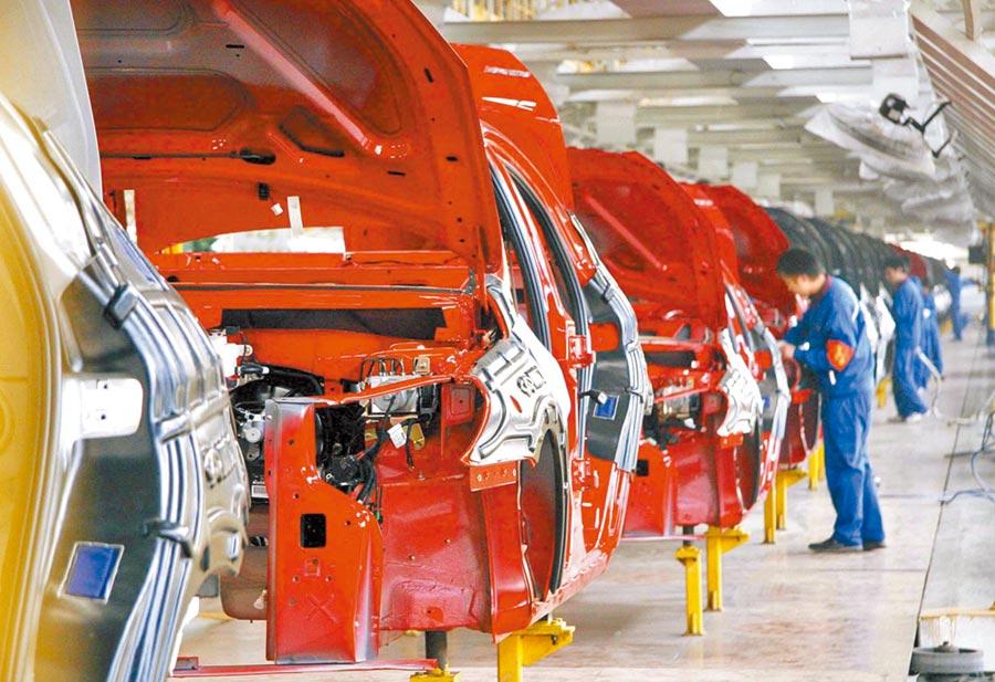 大陸自主汽車品牌龍頭奇瑞逆勢成長。圖為奇瑞A3生產線裝配作業。(新華社資料照片)