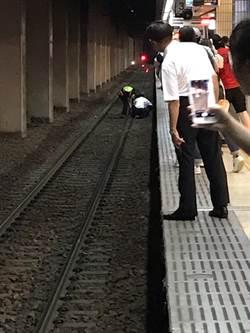 台鐵北車月台 男子疑酒醉摔落軌道