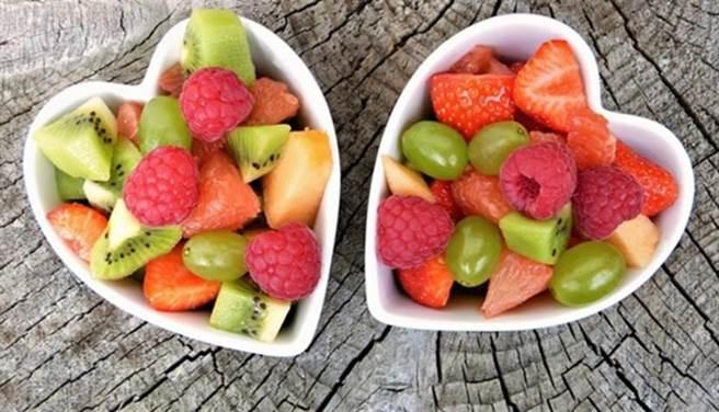 現在水果多經過改良,糖分偏高。(圖/pixabay)