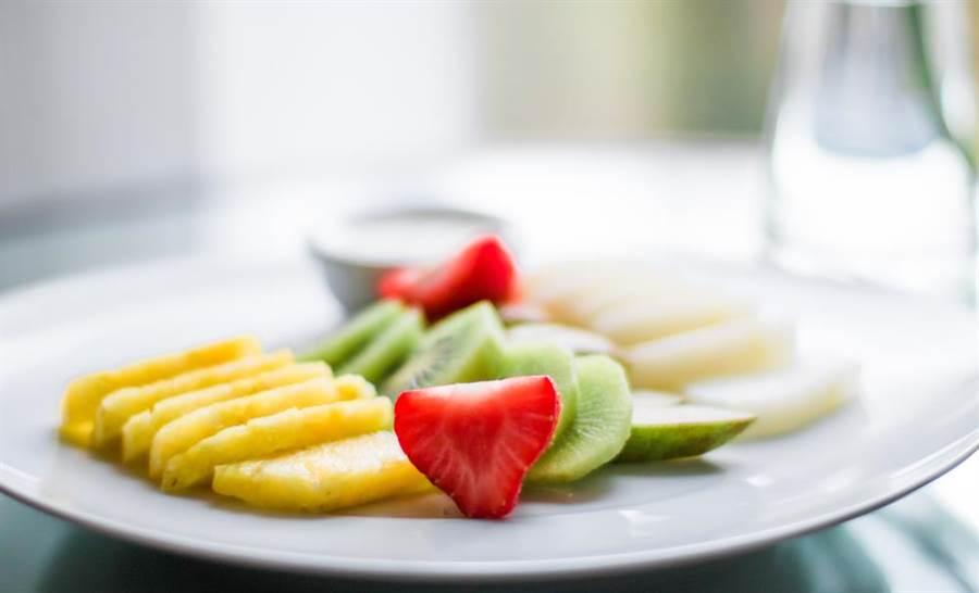 營養師表示,水果拿來當正餐減肥,長期恐影響健康。(圖/達志影像ˋ)