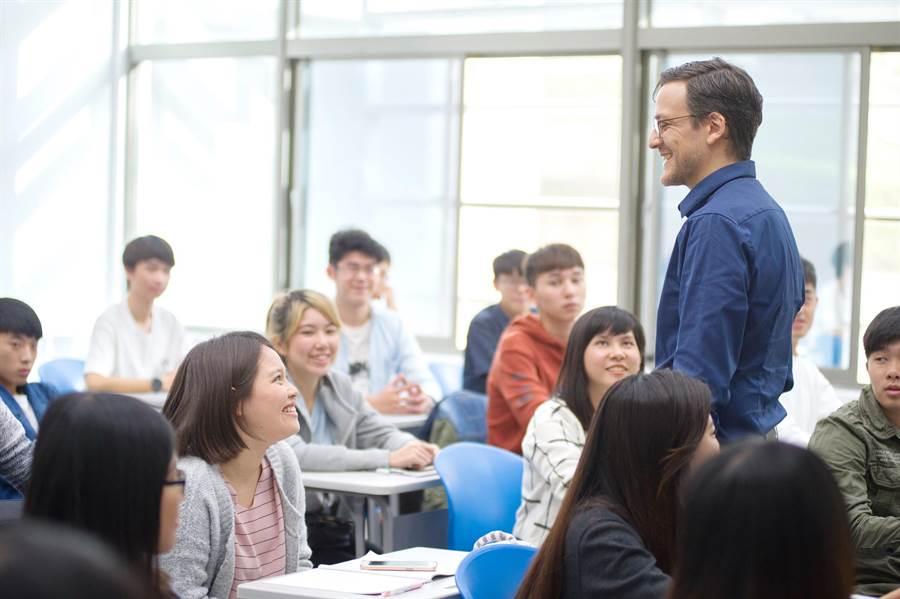 静宜透过教育部「学海计画」、静宜411出国游留学及ISEP游留学机制,培养学生跨文化与外语沟通能力。