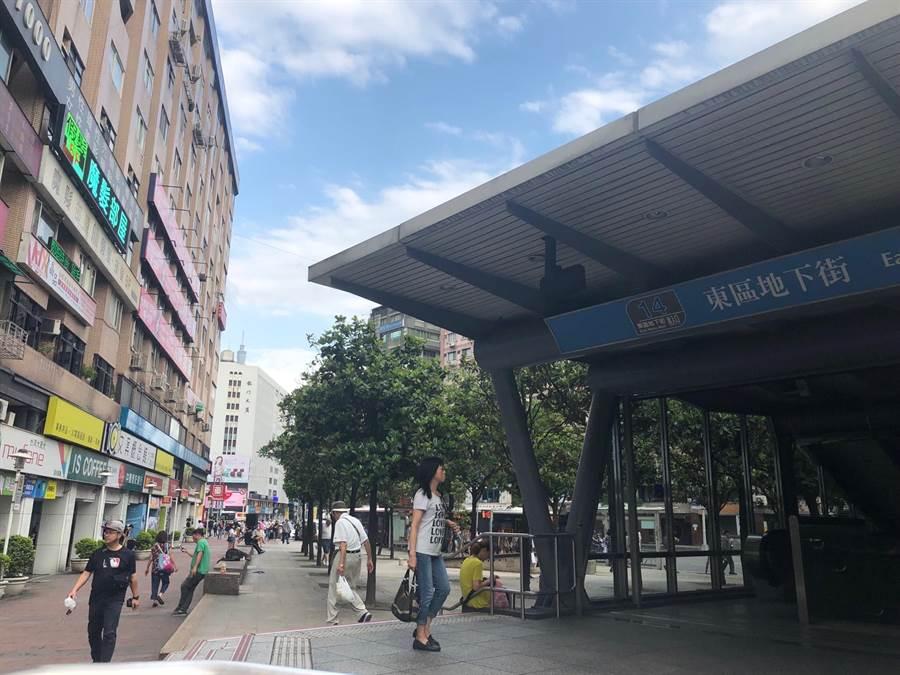 東區商圈27日首度封街舉辦音樂趴,盼藉此形塑商圈特色,帶動觀光人潮。(吳堂靖攝)