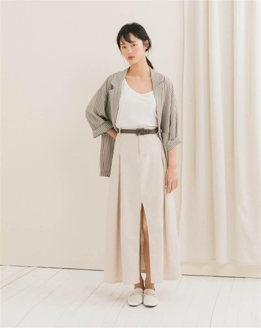 可以隨身攜帶一件稍微正式的薄外套,既可以當防曬,也可以保暖。(圖/meierq)