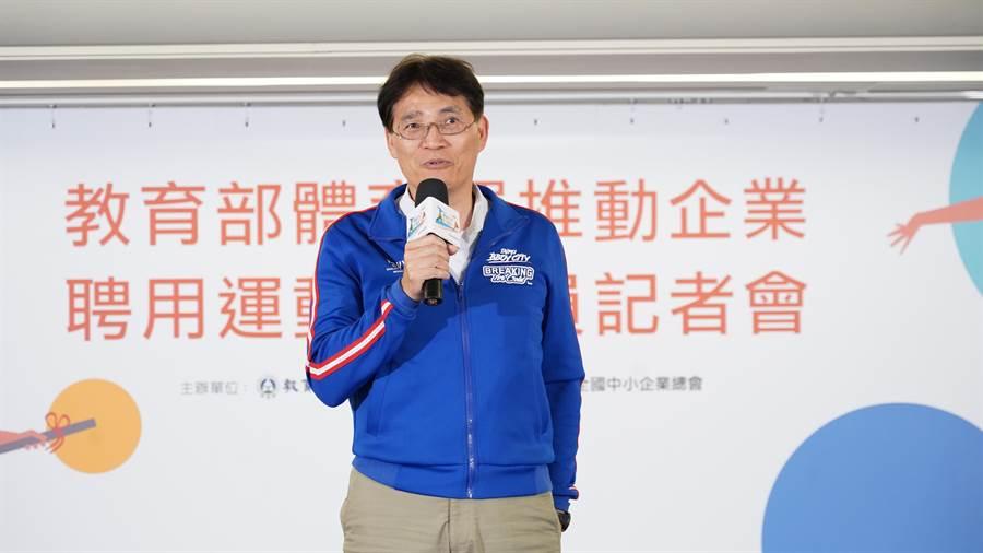 體育署長高俊雄鼓勵企業聘用運動指導員,共同推展職工運動。(體育署提供)