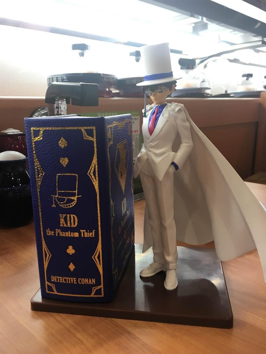 「藏壽司」永和比漾店限定柯南--怪盜基德公仔造型存錢筒,Yahoo奇摩!拍賣喊到日幤3萬元,附帶角色原音,投幣時有驚喜,限量5名。(郭家崴攝)