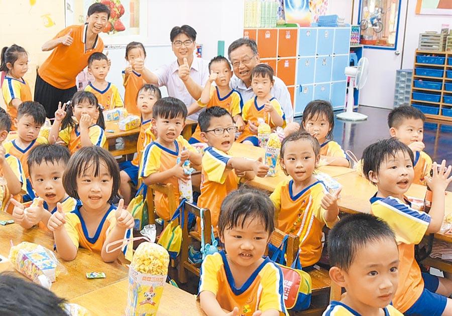 澎湖第1所準公共化幼兒園明園幼兒園揭牌成立,提供最平價化公幼服務。(陳可文攝)