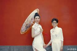45歲最美小龍女穿旗袍超逼人 纖細水蛇腰完勝少女