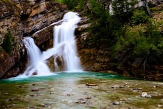 99%人看不到 粉色瀑布如人間奇景