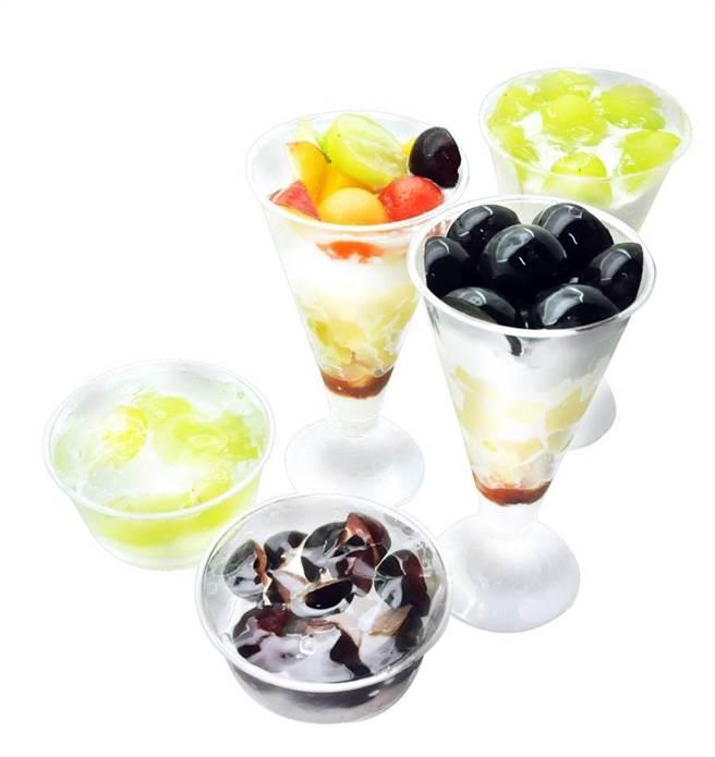 「旬果屋」用岡山葡萄製作水果甜點,在微風超市南山旗艦店販售,價格店洽。(微風超市提供)