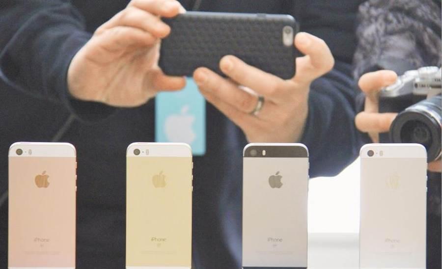 一旦南韓記憶體大廠生產中斷,包括蘋果、華為等向其採購晶片的客戶都將遭殃。(新華社資料照片)