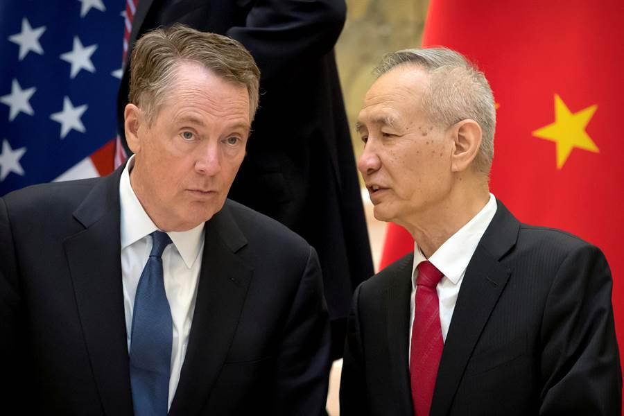美中貿易談判再啟,圖為萊特海澤與劉鶴。(美聯社)