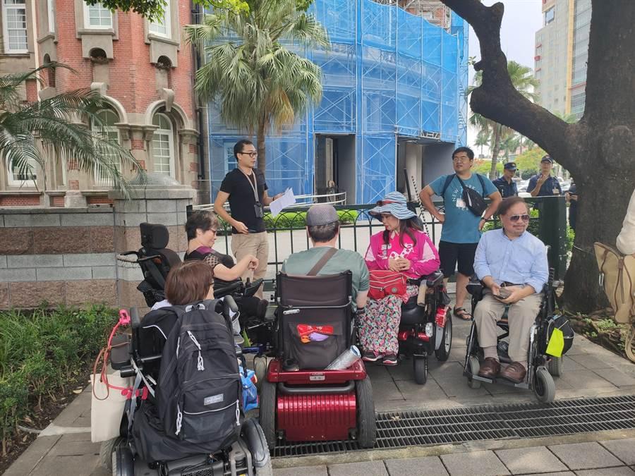 台灣障礙者權益促進會呼籲應修正「醫療機構設置辦法」要求全面落實。