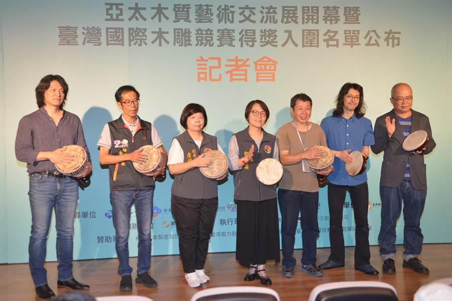 「森態」亞太木質藝術交流展24日開幕,展示泰國、印尼、台灣、日本等國家木雕藝術。(何冠嫻翻攝)